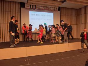 舞台ではイベントも開催。インターン実習生のI 君、世界遺産クイズに参加。果たして結果は?