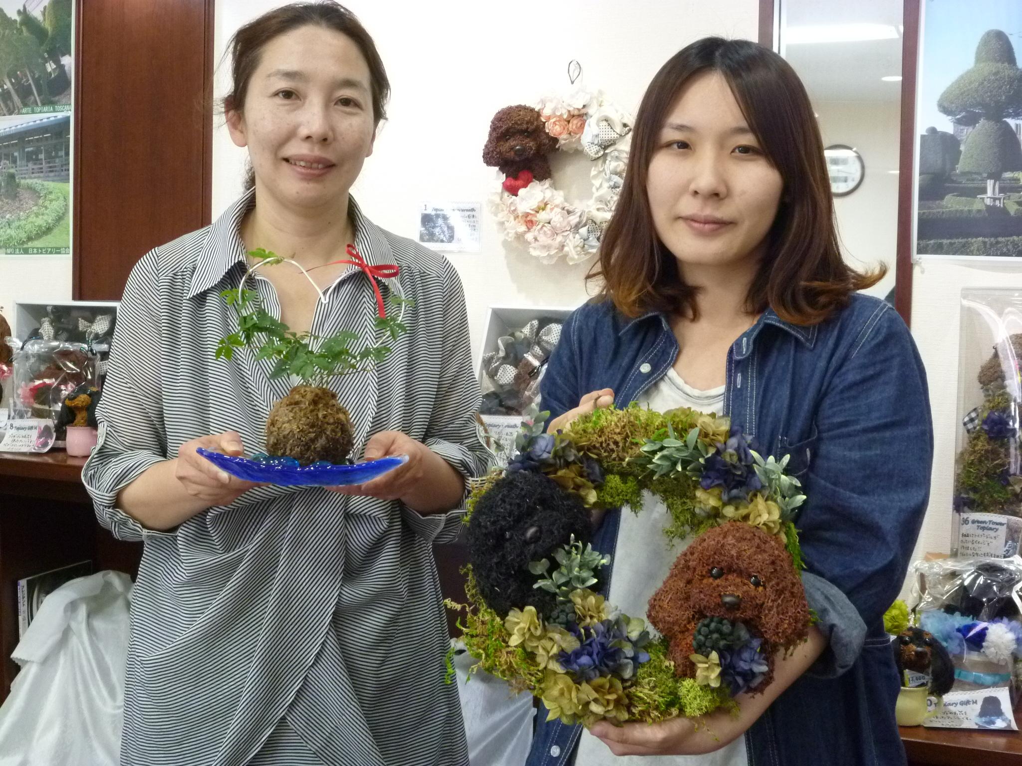 石川県在住の中戸さん(右)ですが、フットワークの良さはピカイチ!所用の合間に駆けつけてくれました。晝間綾子さん(左)と。