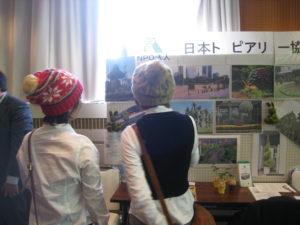 豊島区の仲間が熱心に見てくれています